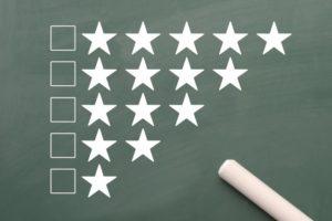 黒板と星評価のチェックリスト